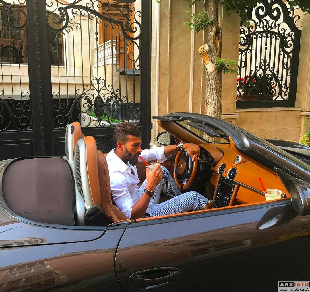ورزشکاران ورزشکاران مرد  رامین رضاییان در درون خودروی گرانقیمت خود