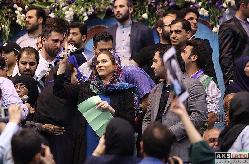 بازیگران بازیگران زن ایرانی  سحر دولتشاهی در همایش حامیان روحانی در ورزشگاه آزادی
