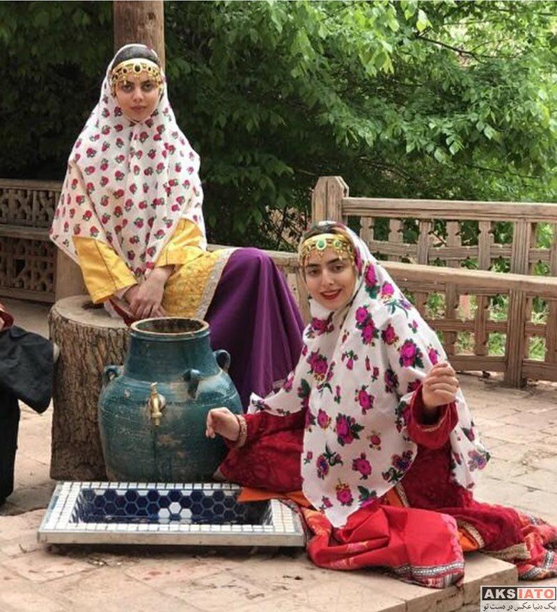 خانوادگی  حنا و لیلی فردین در لباس محلی