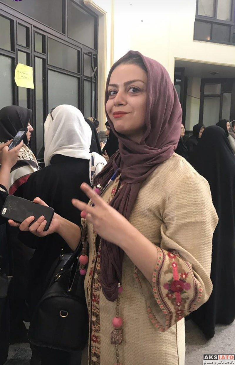 بازیگران بازیگران زن ایرانی  شبنم فرشادجو در پای صندوق رای گیری