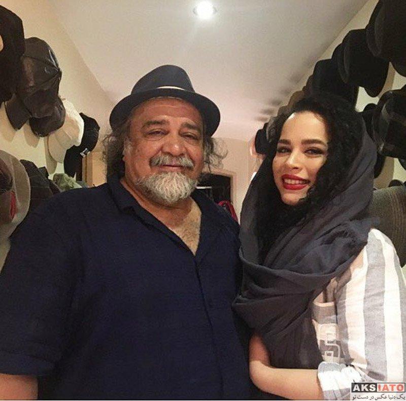 خانوادگی  سلفی ملیکا شریفی نیا با پدرش در مغازه فروش کلاه