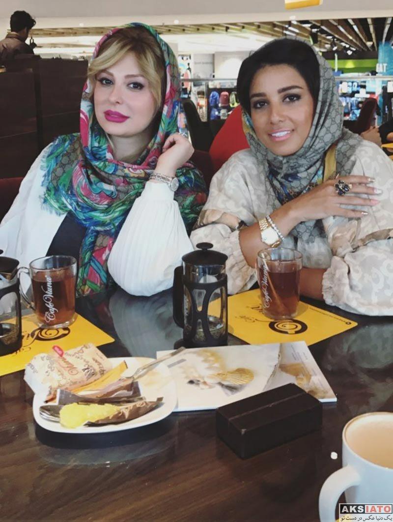 بازیگران بازیگران زن ایرانی  نیوشا ضیغمی و دوستش در کافه در تیرماه 96