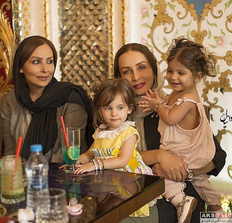 بازیگران بازیگران زن ایرانی  پرستو صالحی و حدیث فولادوند در رستوران عمارت شاهكار (3 عکس)