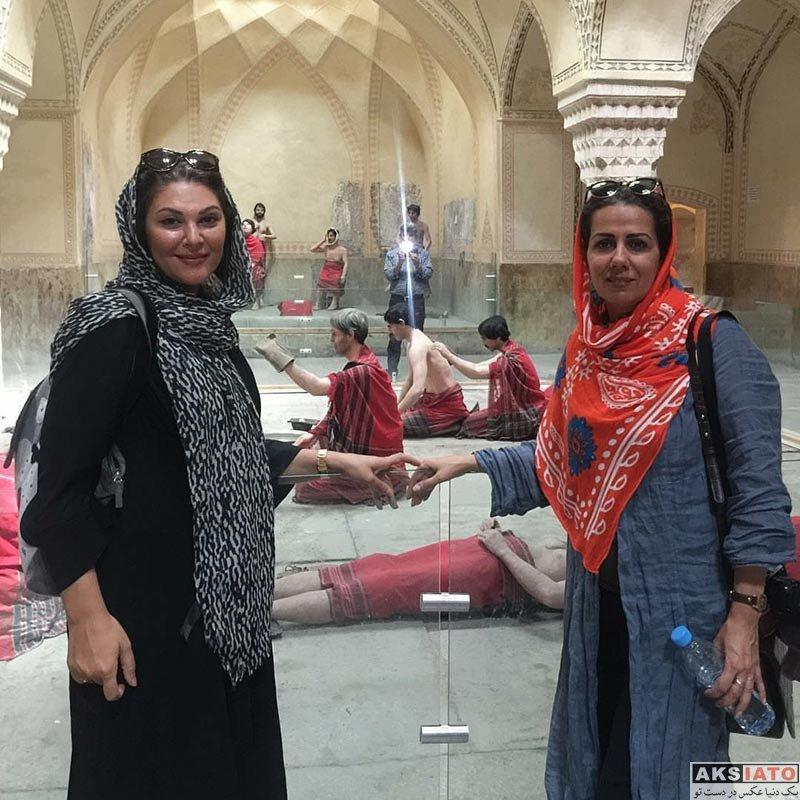 بازیگران بازیگران زن ایرانی  لاله اسکندری و دوستش در شهر شیراز (4 عکس)
