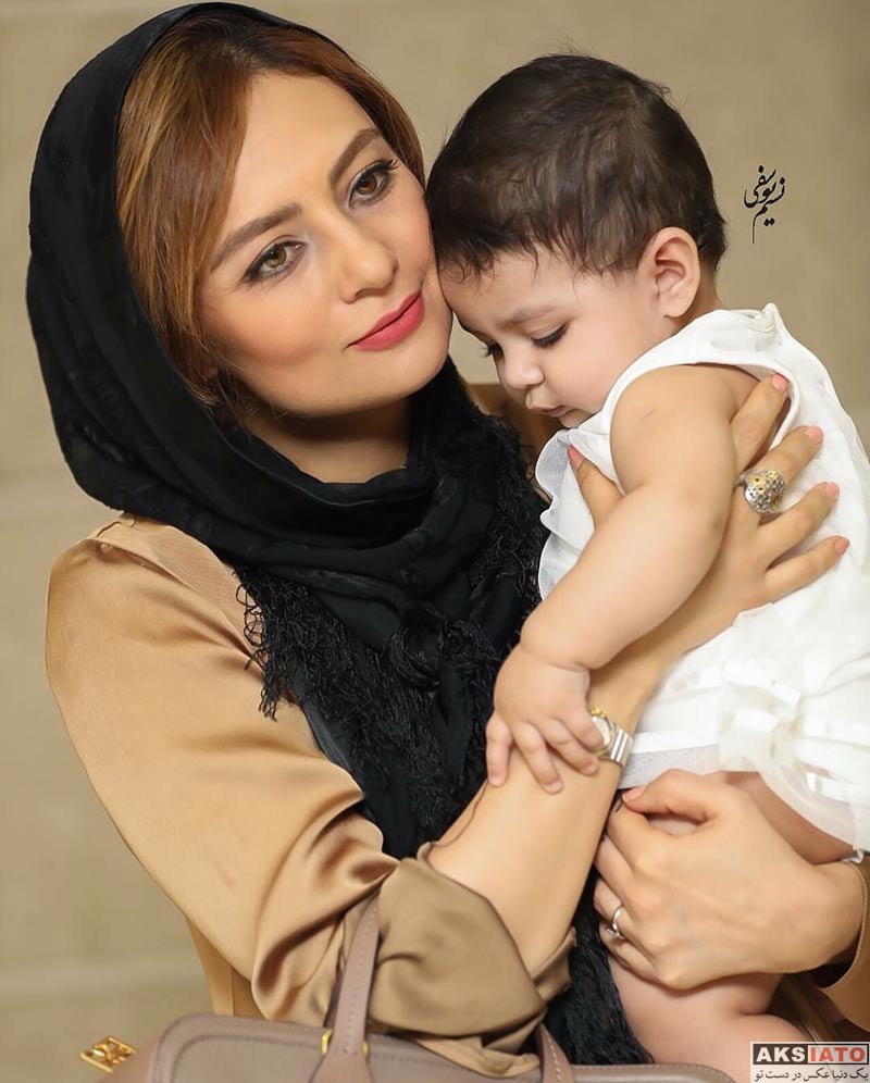 بازیگران بازیگران زن ایرانی خانوادگی  یکتا ناصر و خانواده اش در اکران خصوصی کارگر ساده نیازمندیم (6 عکس)
