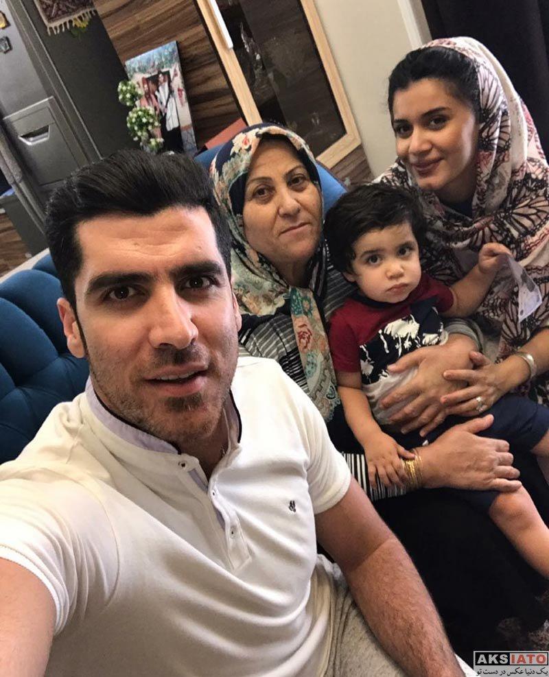 خانوادگی  سلفی شهرام محمودی با همسر و مادرش در تیرماه