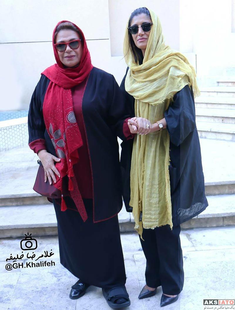 جشن منتقدان و نویسندگان خانوادگی  گوهر خیراندیش و دخترش در یازدهمین جشن منتقدان سینمای ایران