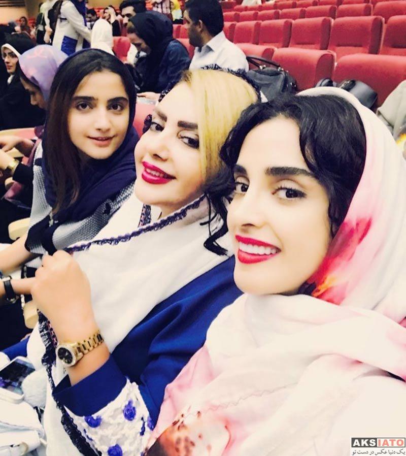 جشن حافظ خانوادگی  الهه حصاری بهمراه مادرش در هفدهمین جشن حافظ