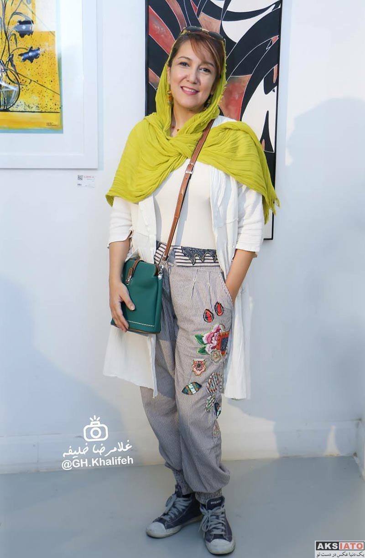 بازیگران بازیگران زن ایرانی  پانته آ بهرام با شلواری عجیب در دومین بازار آثار هنری (۳ عکس)