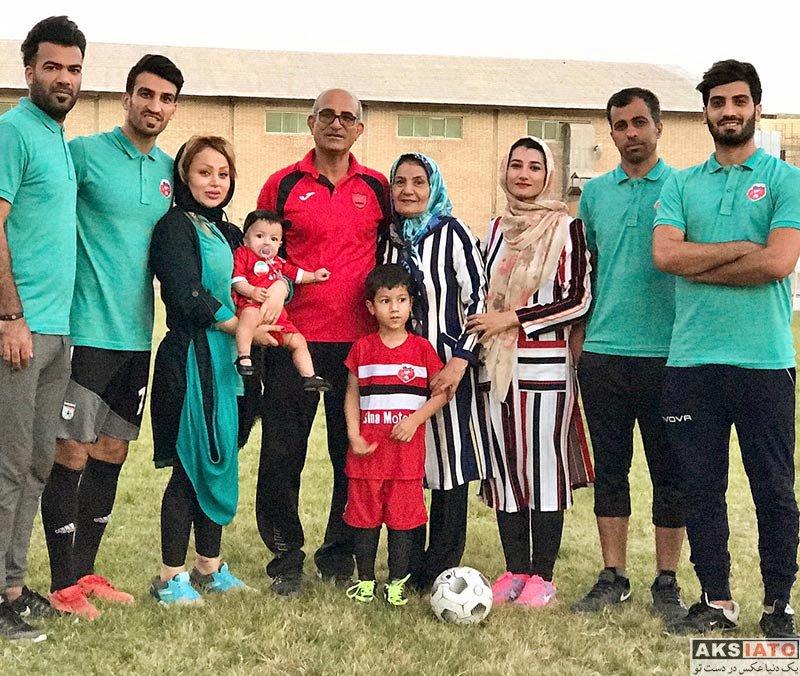 خانوادگی  حسین ماهینی به همراه خانواده اش در زمین چمن (4 عکس)