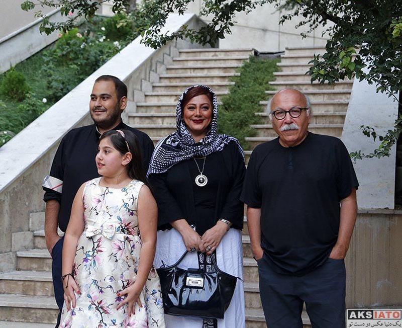جشن منتقدان و نویسندگان خانوادگی  زهرا داوود نژاد و خانواده اش در یازدهمین جشن منتقدان سینمای ایران