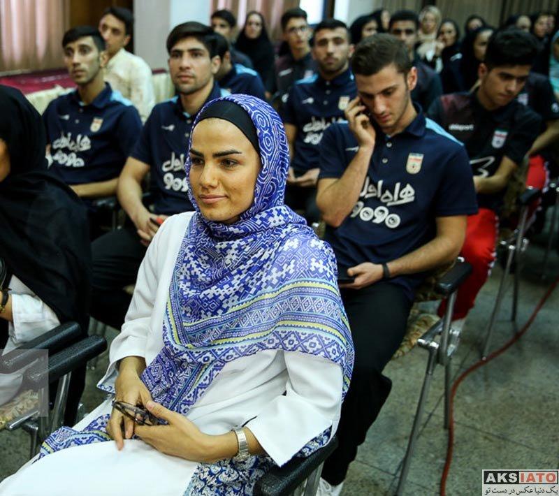 ورزشکاران زن  فرشته کریمی در مراسم برترین های فوتسال ایران (2 عکس)