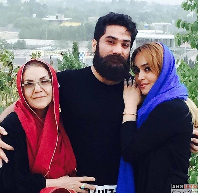 بازیگران زن ایرانی خانوادگی  علی زند وکیلی در کنار مادر و خواهرش