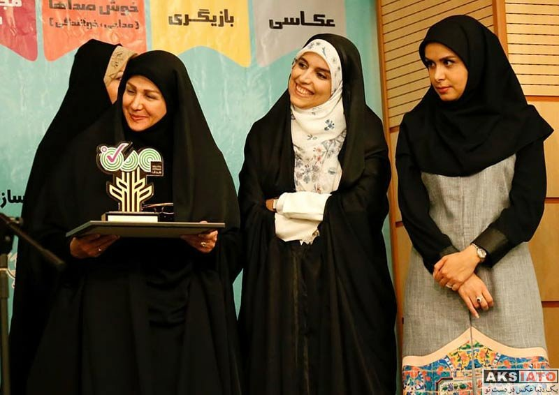 بازیگران مجریان  نجمه جودکی در جشنواره نوجوانانه هدف (۳ عکس)