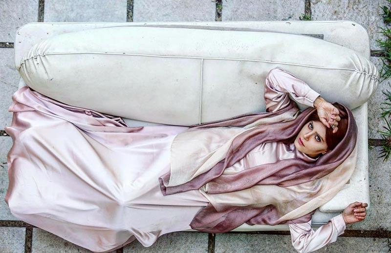 بازیگران بازیگران زن ایرانی  الناز شاکردوست با تیپ صورتی در فیلم سراسر شب (3 عکس)