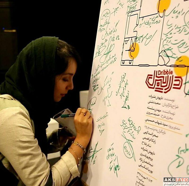 بازیگران بازیگران زن ایرانی  نازنین بیاتی در اجرای نمایش دریبل (3 عکس)