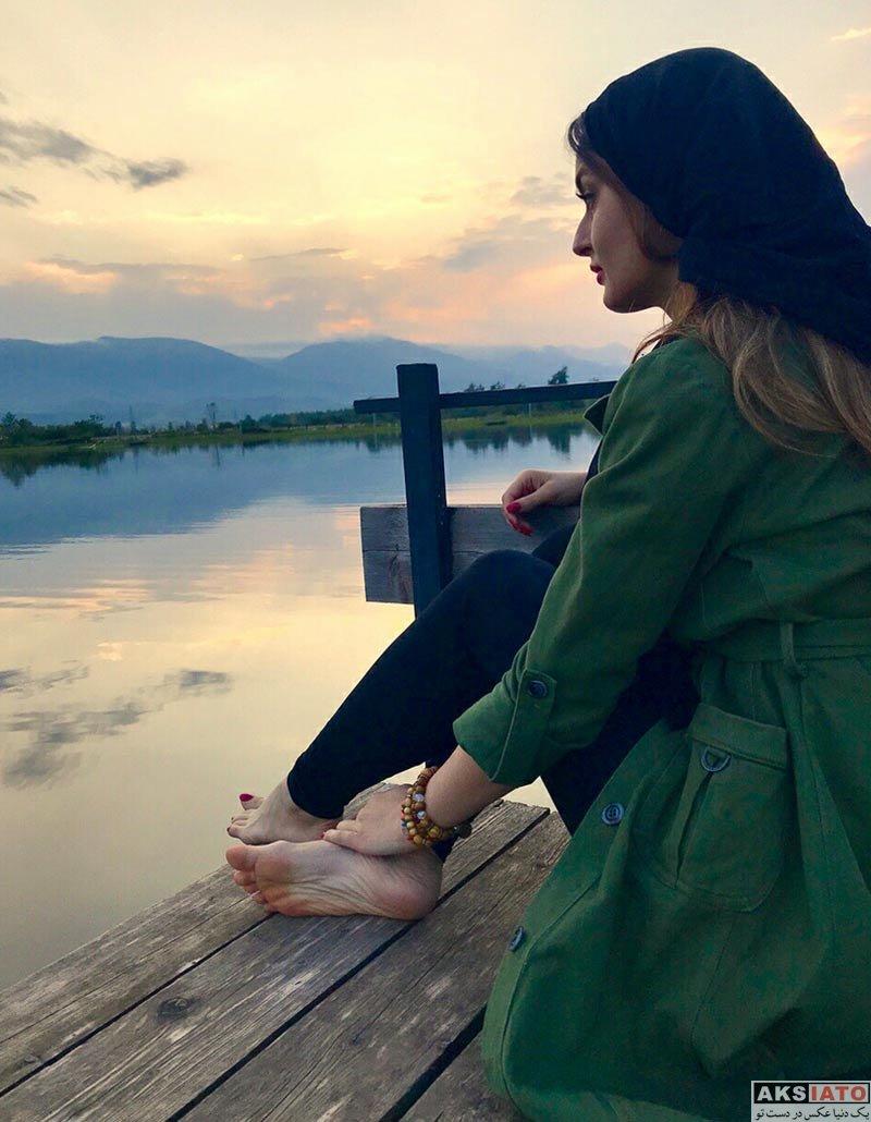 بازیگران بازیگران زن ایرانی  عکس های زیبای نیلوفر پارسا در کنار رودخانه (3 عکس)