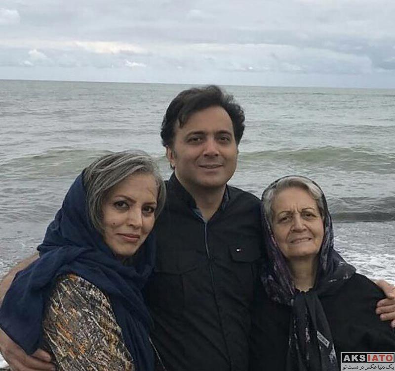 خانوادگی  مجید اخشابی در کنار مادر و خواهرش