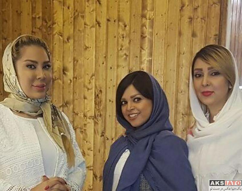 خوانندگان شاعر و ترانه سرا  ترانه مکرم به همراه همسر و دوستانش (3 عکس)