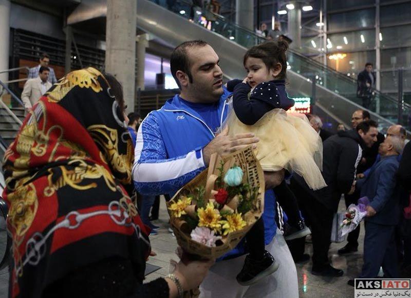 خانوادگی  بهداد سلیمی و همسرش در فرودگاه مهرآباد (4 عکس)