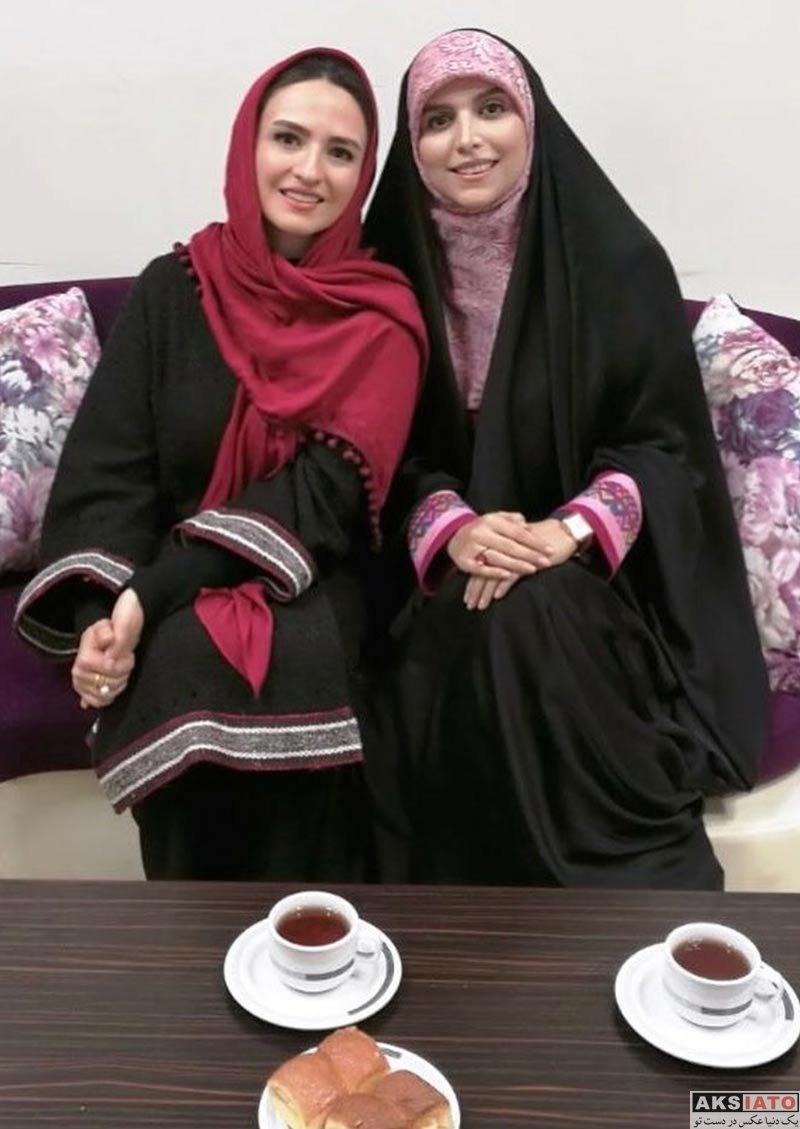 بازیگران بازیگران زن ایرانی  گلاره عباسی در برنامه همین نزدیکی شبکه دو (2 عکس)