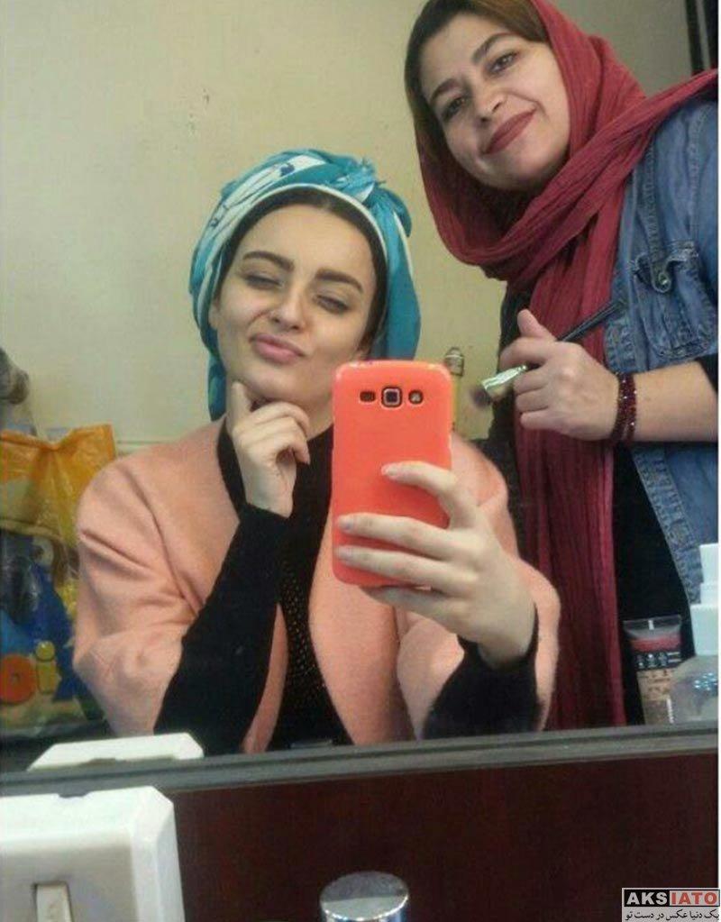 بازیگران بازیگران زن ایرانی نیلوفر پارسا در اتاق گریم سریال جدیدش (3 عکس)
