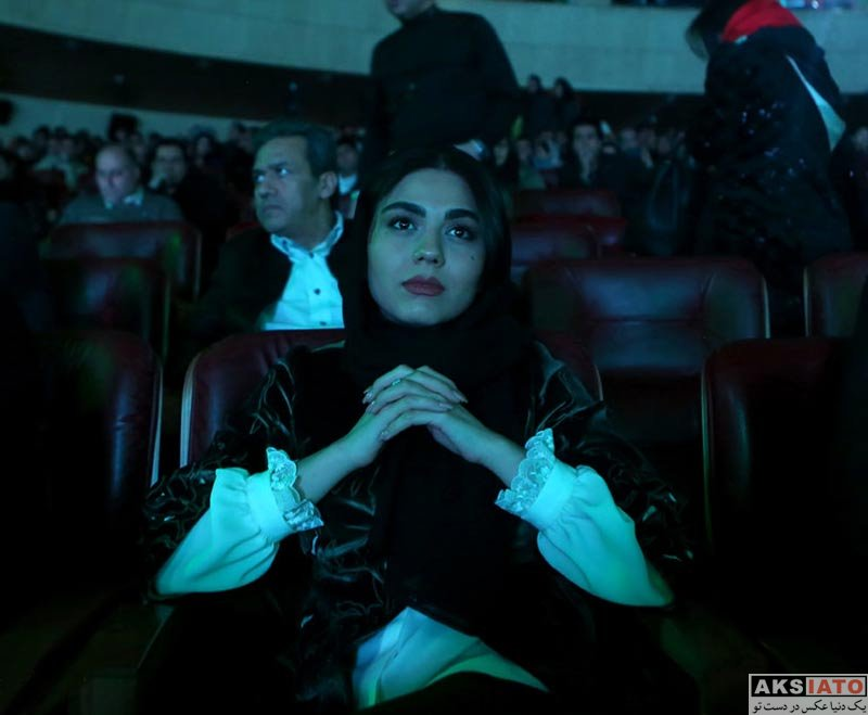 بازیگران جشنواره فیلم فجر  آزاده زارعی در افتتاحیه سی و ششمین جشنواره فیلم فجر (۳ عکس)