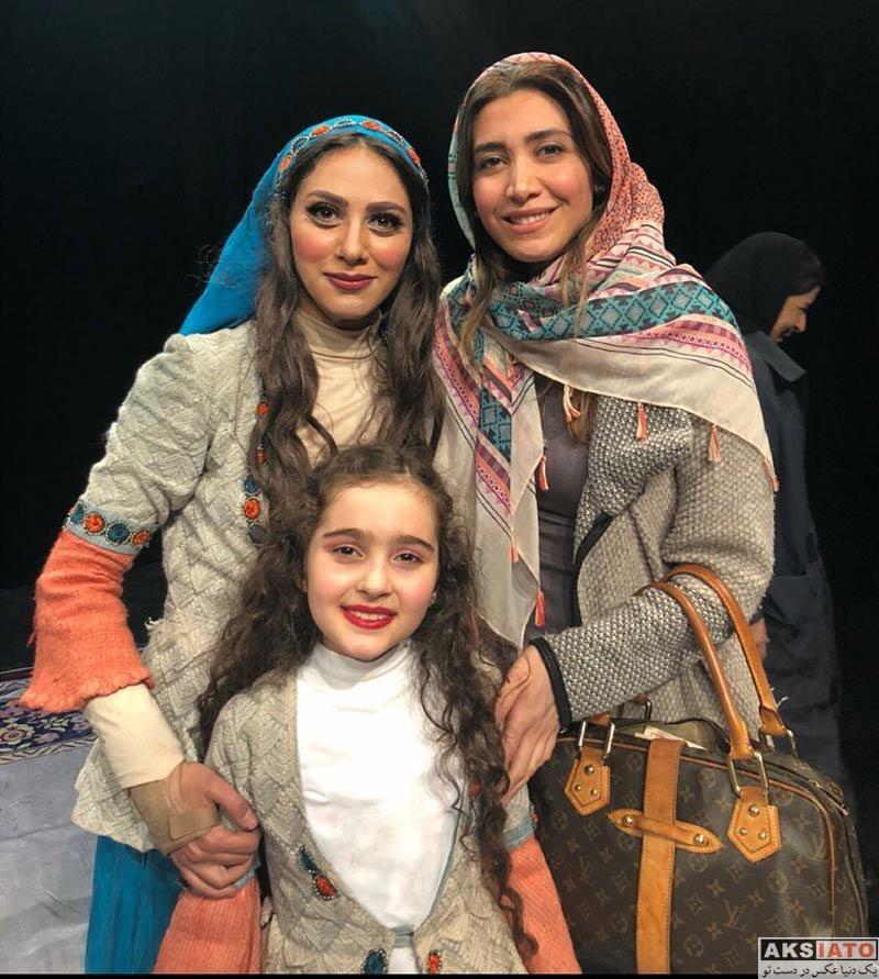 بازیگران بازیگران زن ایرانی  نیکی مظفری و صبا کمالی در اجرای نمایش شیرهای خان بابا سلطنه
