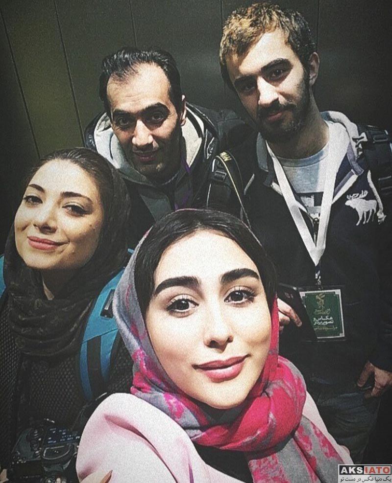 بازیگران بازیگران زن ایرانی  ستاره حسینی در افتتاحیه سی و ششمین جشنواره فیلم فجر (۲ عکس)