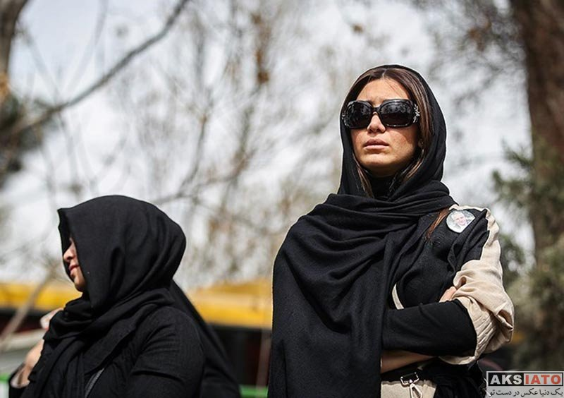 بازیگران بازیگران زن ایرانی نیکی مظفری در مراسم اولین سالگرد درگذشت علی معلم (3 عکس)