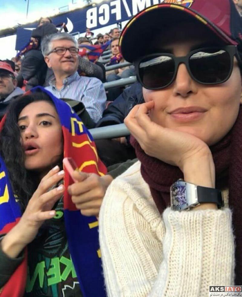 بازیگران بازیگران زن ایرانی  الناز شاکردوست و خواهرش در ورزشگاه نیوکمپ (3 عکس)