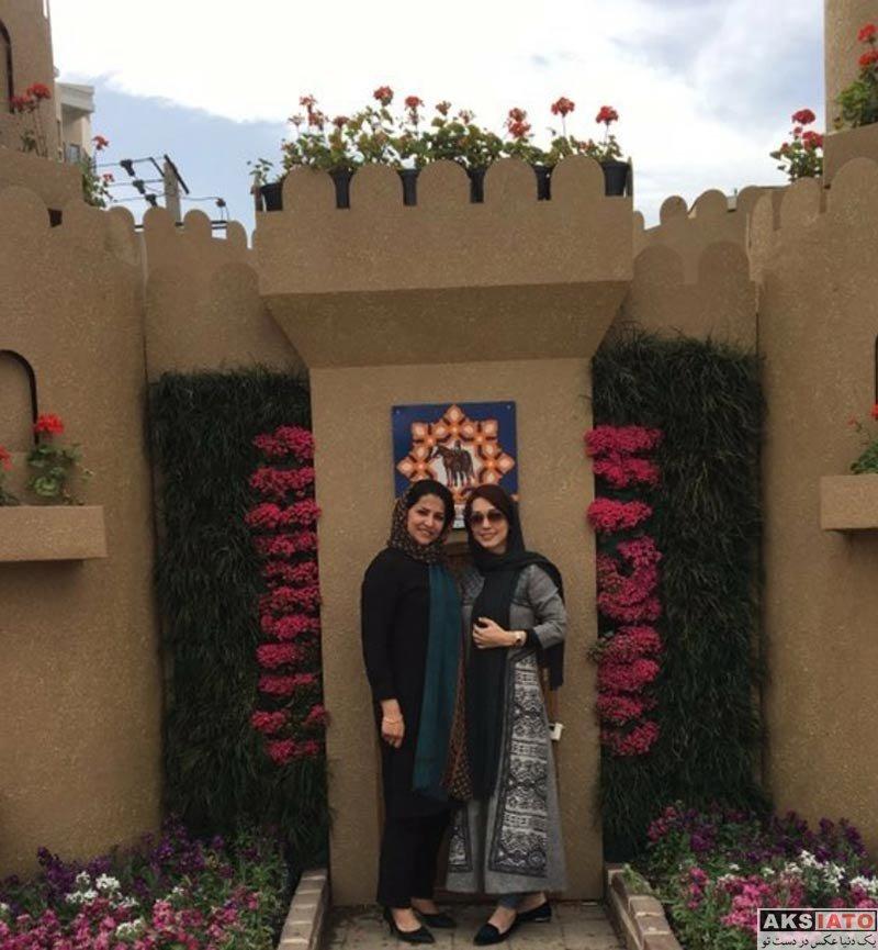 بازیگران بازیگران زن ایرانی  شهرزاد کمال زاده در کنار المان های نوروز 97 مشهد (5 عکس)