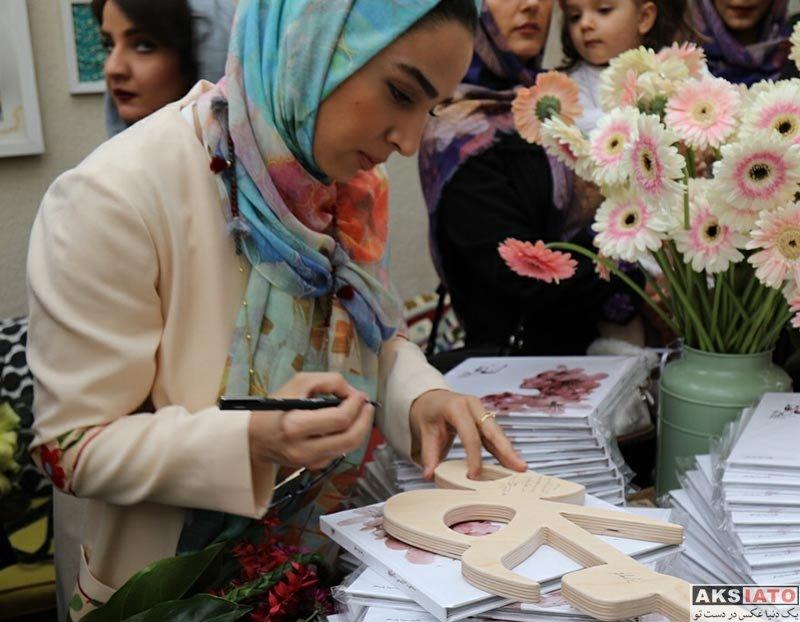 بازیگران بازیگران زن ایرانی  سوگل طهماسبی در مراسم رونمایی از کتاب سی زن سی نگاه (4 عکس)