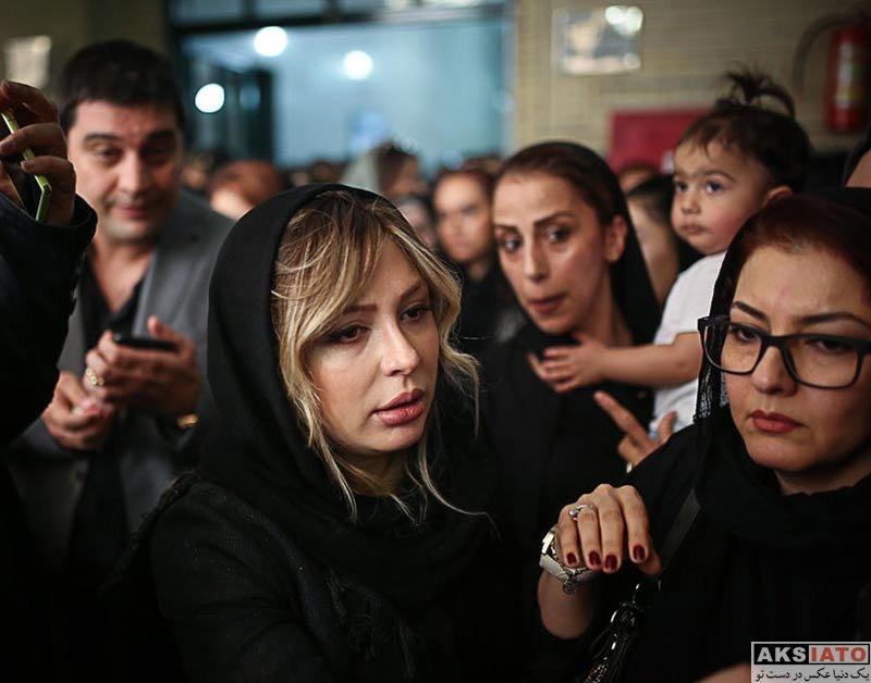بازیگران بازیگران زن ایرانی  نیوشا صیغمی در مراسم ختم زنده یاد ناصر ملک مطیعی (3 عکس)
