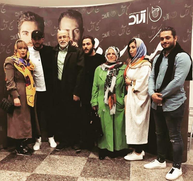 بازیگران  عکس خانوادگی آرش و مسیح عدل پرور در بک استیج کنسرت