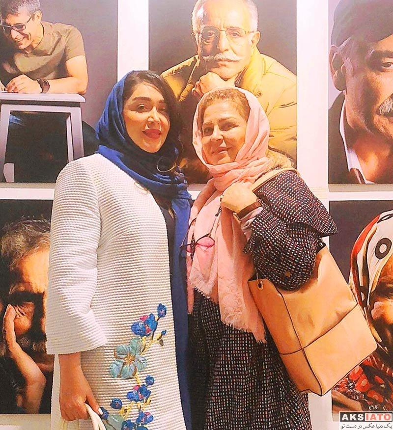 بازیگران بازیگران زن ایرانی  سارا منجزی در نمایشگاه عکس چهرههای نمایش ایران (۲ عکس)