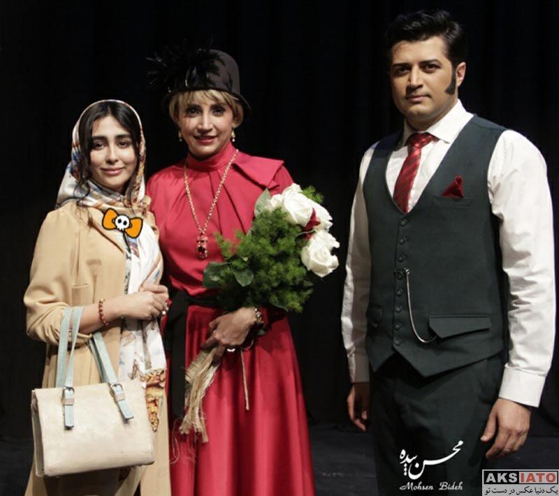 بازیگران بازیگران زن ایرانی  ستاره حسینی در اجرای نمایش دپوتات (3 عکس)