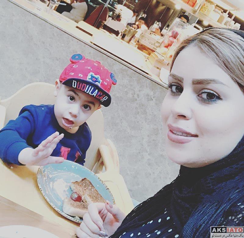 ورزشکاران ورزشکاران مرد  علی علیپور بهمراه همسر و پسرش در فست فود (2 عکس)