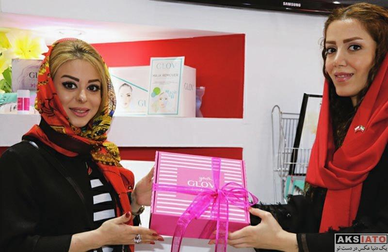 بازیگران بازیگران زن ایرانی  زهرا اویسی در نمایشگاه بین المللی لوازم آرایشی (3 عکس)
