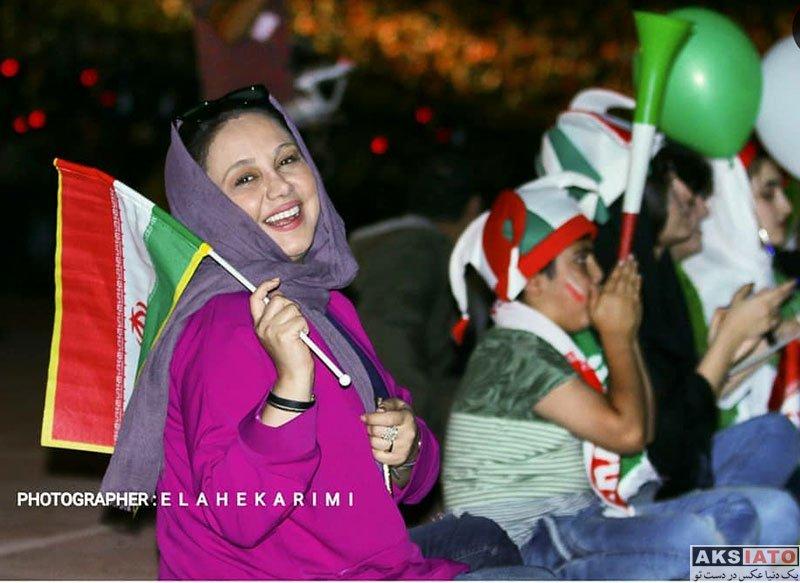 بازیگران بازیگران زن ایرانی  بهنوش بختیاری در ورزشگاه آزادی در بازی ایران و پرتغال (۴ عکس)