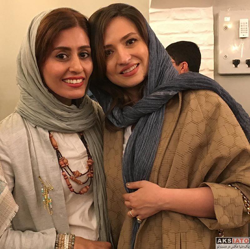 بازیگران بازیگران زن ایرانی  گلاره عباسی در اجرای نمایش کافه پولشری (4 عکس)