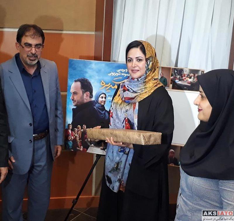 بازیگران بازیگران زن ایرانی  کمند امیرسلیمانی در جلسه نقد سریال هیئت مدیره (4 عکس)