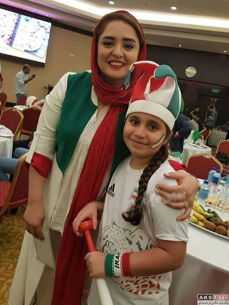 بازیگران بازیگران زن ایرانی  نرگس محمدی در حال تماشای بازی ایران و مراکش (۳ عکس)
