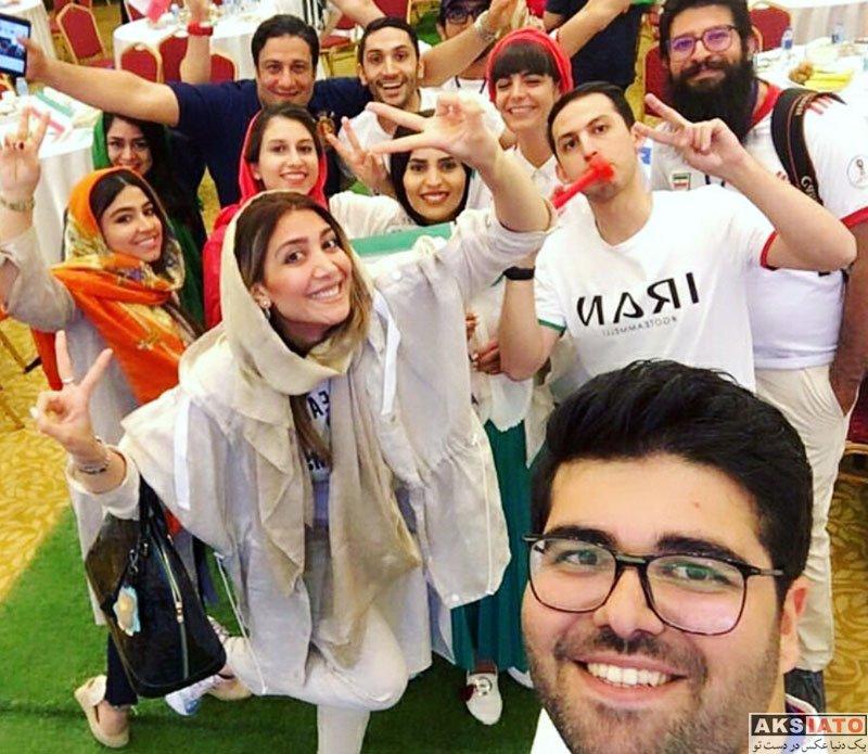 بازیگران بازیگران زن ایرانی  نیکی مظفری در حال تماشای بازی ایران و مراکش (3 عکس)