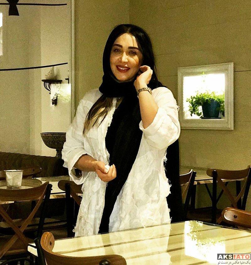 بازیگران بازیگران زن ایرانی  سارا منجزی پور در رستوران طاقچه در شیراز (3 عکس)