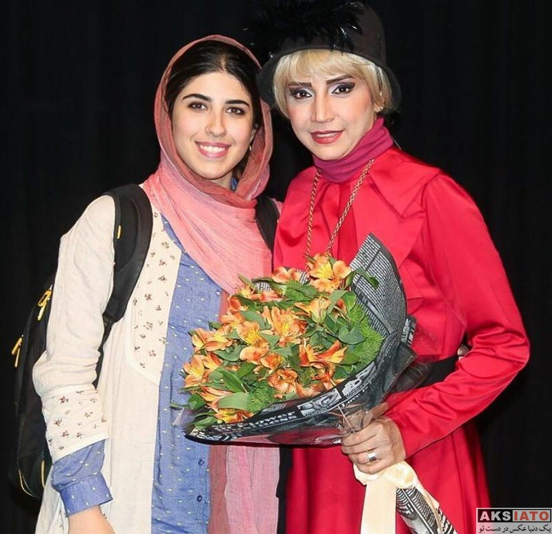 بازیگران بازیگران زن ایرانی  شبنم قلی خانی در کنار مهمانانش در نمایش دپوتات (6 عکس)