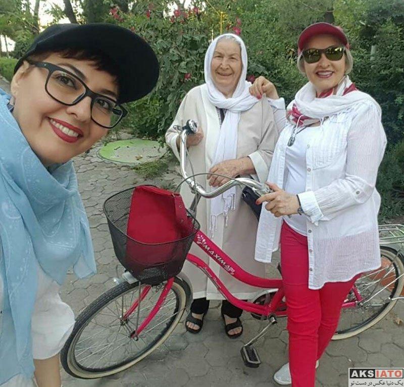 بازیگران بازیگران زن ایرانی  دوچرخه سواری آناهیتا همتی به همراه مادرش (4 عکس)