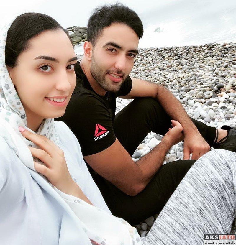 خانوادگی ورزشکاران زن  عکس سلفی کیمیا علیزاده و همسرش در کنار دریا