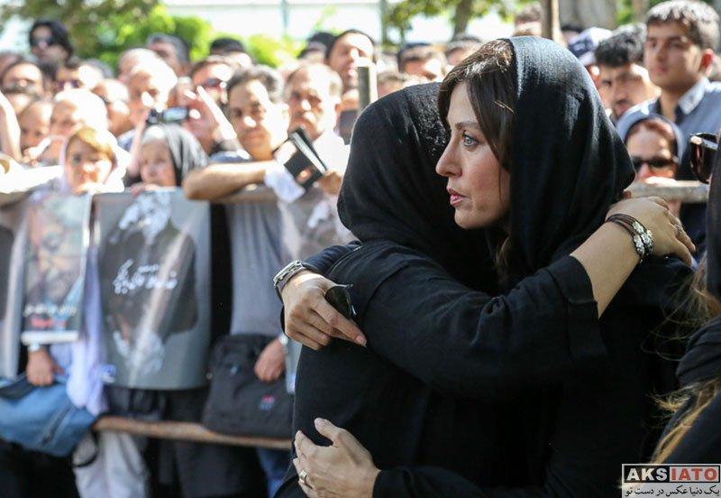 بازیگران بازیگران زن ایرانی  مهتاب کرامتی در مراسم تشییع پیکر عزت الله انتظامی (6 عکس)