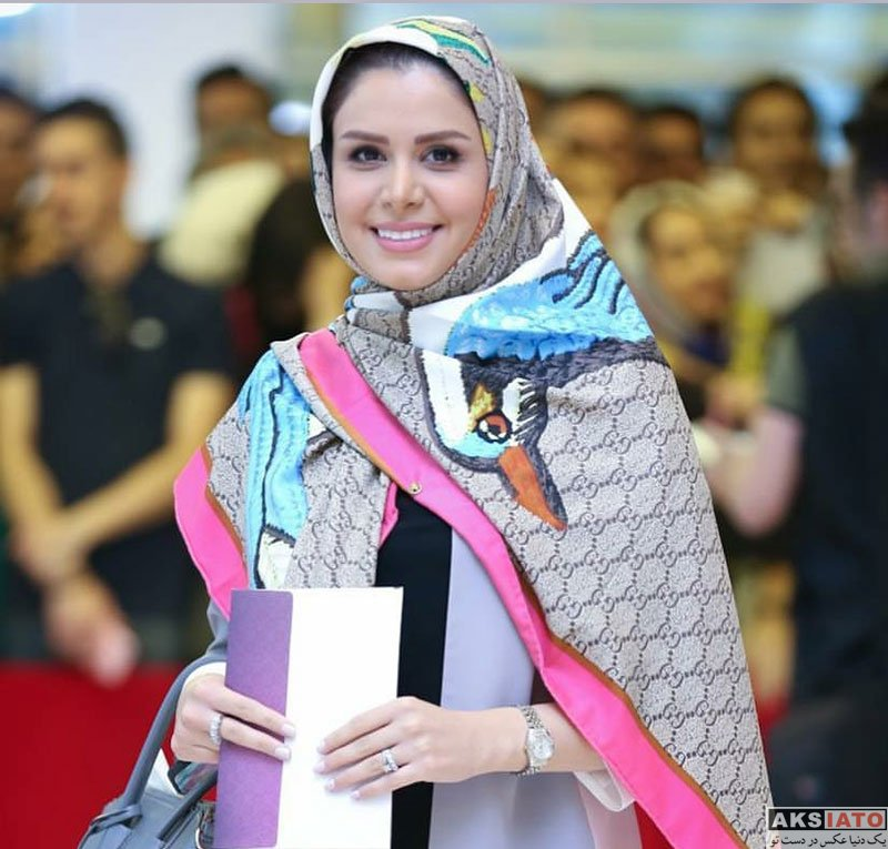 بازیگران جشن حافظ مجریان  نجمه جودکی در هجدهمین جشن حافظ ۹۷ (2 عکس)